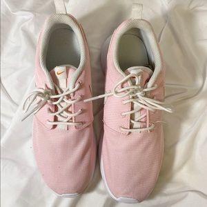 Nike Roshe sneakers (baby pink, 8)